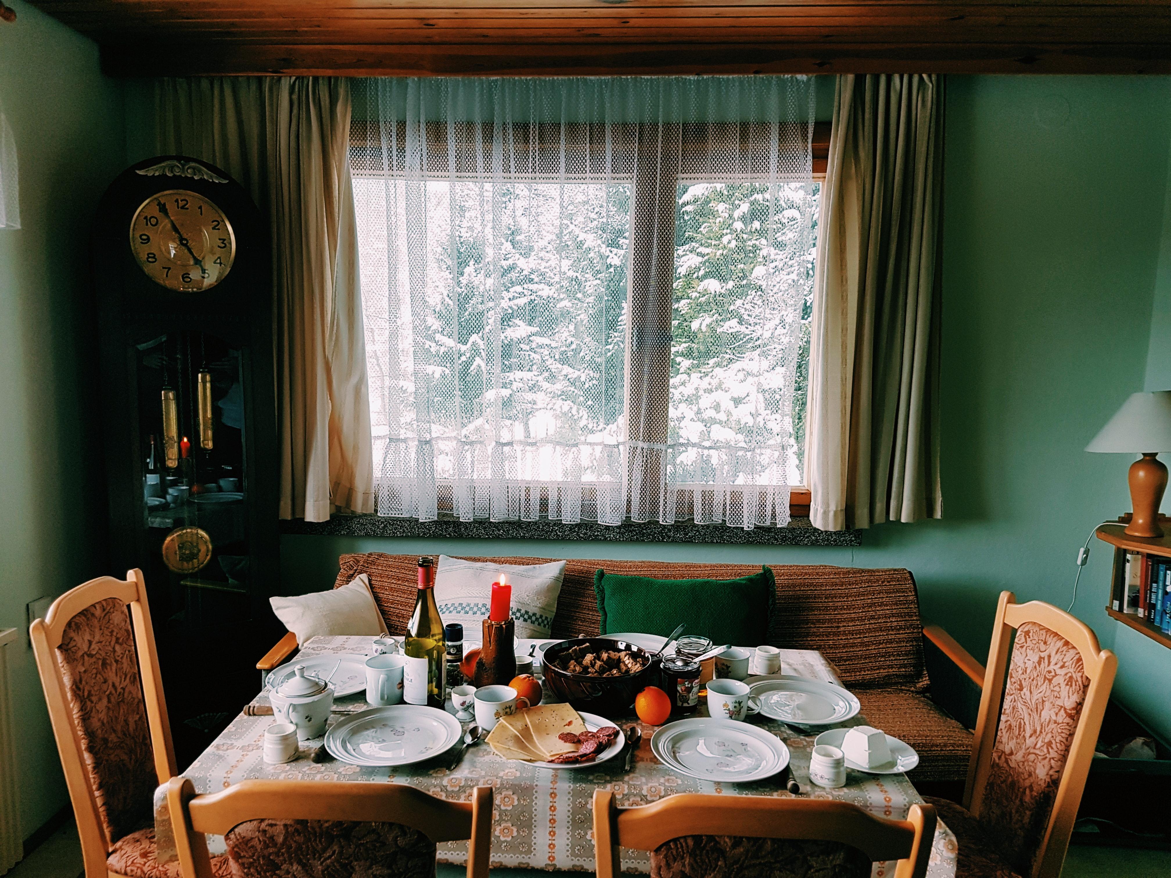 Couchsurfing, WarmShowers, Bewelcome, Airbnb, Homestay, Flipkey, Wimdu
